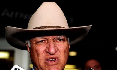 What's behind the rise of maverick Bob Katter and the political aspirations of millionaire Clive Palmer?